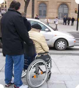 Persona en silla de ruedas en Zaragoza