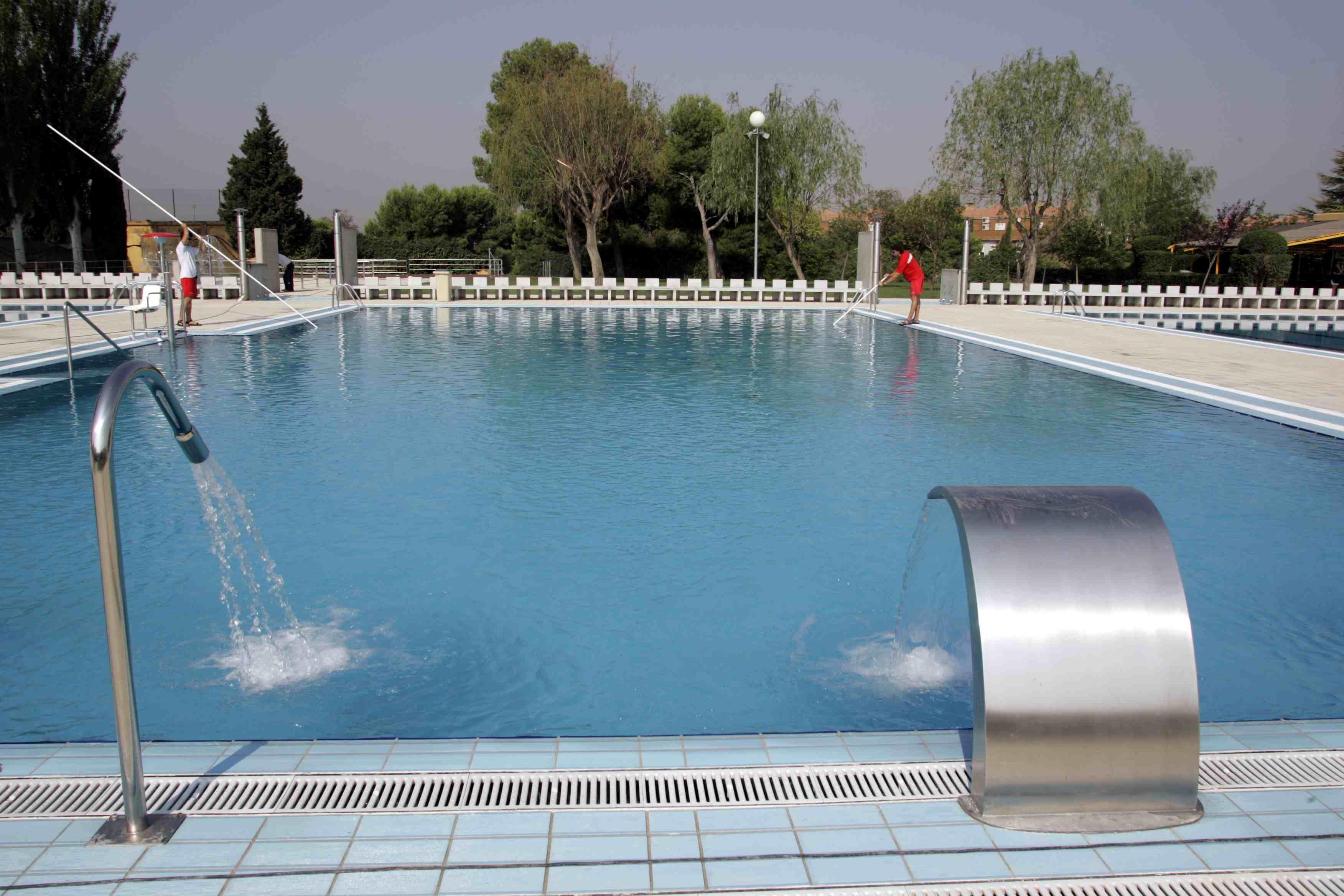 Agua de las piscinas para limpiar las calles el blog de cha - Salfuman para limpiar piscinas ...
