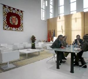 Belloch y sus Tenientes de Alcalde  en el dia en el que inauguró su segundo despacho en el Seminario. Foto, Heraldo de Aragón
