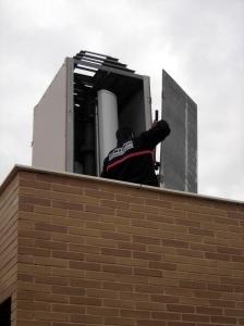 antena ilegal en la azotea de un edificio de la C/  Palma de Mallorca que Vodafone  aún no ha retirado, a pesar de que un juzgado así se lo ha exigido.