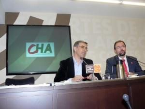 Bizén Fuster, diputado de CHA y   Juan Martín, portavoz en el Ayuntamiento de Zaragoza