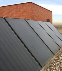 Los nuevos edificios tienen que poner paneles solares como estos