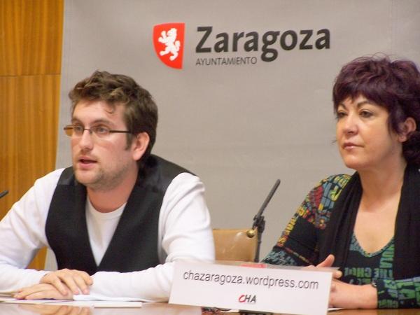 Carmen Gallego, concejala de CHA y Pedro Julio Martín, vocal de CHA en la Junta del Actur