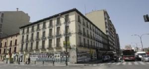 edificio ubicado en la confluencia Avd.Navarra y Paseo Pamplona