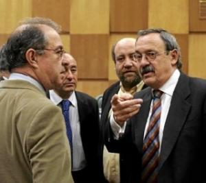 Francisco Catalá con Fernando Gimeno, José Manuel Alonso y Antonio Becerril en un pleno del Ayuntamiento de Zaragoza