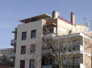 La antena ilegal de la calle Palma de Mallorca sigue en el mismo sitio, a pesar de la orden judicial para quitarla