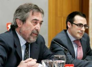 Belloch con Ricardo Cavero. Foto El País