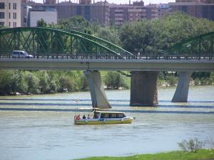 Ebrobus navegando por el Ebro este verano