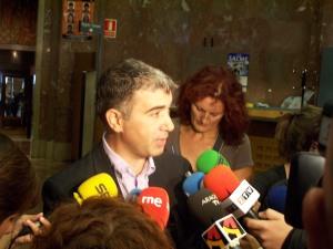 Juan Martín, portavoz de CHA, esta mañana antes de solicitar el pleno extraordinario