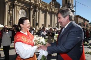 Belloch participó en la ofrenda a la Virgen del Pilar. AragonPress