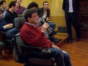Antonio Aramayona, portavoza de MHUEL, en un momento de su intervención en el pleno, solicitando la aconfesionalidad de Cementerio de Zaragoza