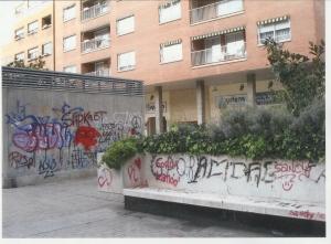 La plaza Mariano Aguerri está llena de pintadas