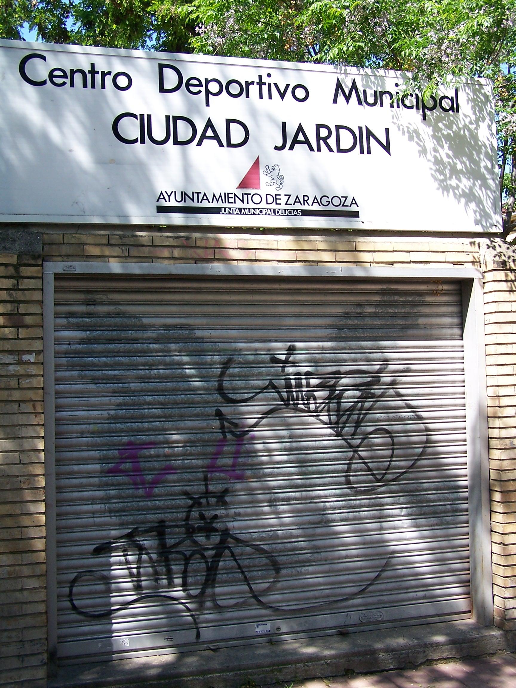 La piscina de ciudad jard n no es para el verano el blog for Piscina avenida ciudad jardin sevilla
